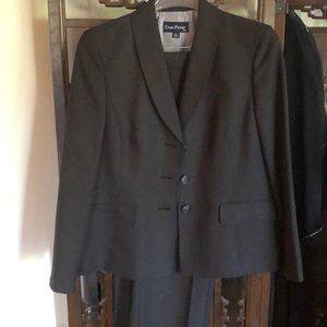 Evan-Picone size 16 suit.
